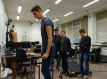 Moksleiviai laboratorijoje