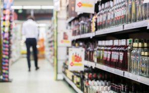Į depozito sistemą siūloma įtraukti ir stipraus alkoholio taros surinkimą